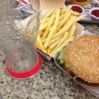 Foto tirada no(a) McDonald's por André L. em 5/19/2012