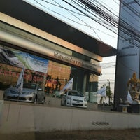 Photo taken at Toyota Akenimitthai (Tiwanont-Muangthong) by SuPpa K. on 4/26/2012