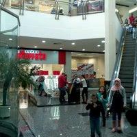 Photo taken at Cataratas JL Shopping by Michel K. on 7/14/2012