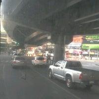 Photo taken at กลับรถใต้สะพานคลองตัน by nichaya k. on 3/5/2012