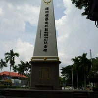 Photo taken at WW2 Anti Japanese Monument (檳榔嶼華僑抗戰紀念碑) by Tan B. on 4/20/2012