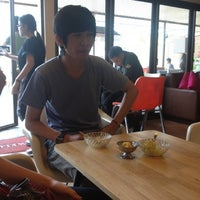 Photo taken at Scoop ice cream by Yingyui K. on 3/27/2012