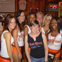 Photo taken at Hooters of Wolfchase by Mario R. on 8/21/2012