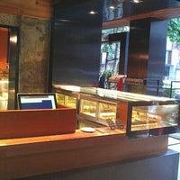 Photo prise au Sunflour Bakery & Café par Grace L. le8/25/2012