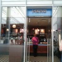 Photo prise au Caffè Nero Express par Michael F. F. le8/10/2012