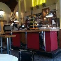 Снимок сделан в Café Daniel Moser пользователем Yong-Gu B. 6/11/2012
