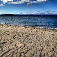 Foto tirada no(a) Alki Beach Park por Jessica D. em 3/3/2012