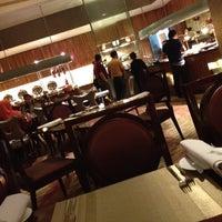Foto tirada no(a) The Café -  Hotel Mulia Senayan, Jakarta por Kelvin c. em 9/2/2012