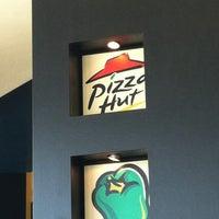 Photo taken at Pizza Hut by Tati S. on 9/6/2012
