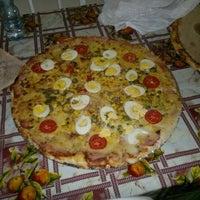 Photo taken at Pizzaria Azeite de Oliva by Francisco A. on 5/26/2012
