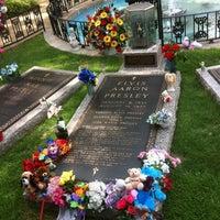 7/3/2012에 Thomas B.님이 Elvis's Grave에서 찍은 사진
