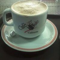 Foto tirada no(a) Café no Bule por Ricardo M. em 6/23/2012