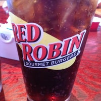Photo taken at Red Robin Gourmet Burgers by Tammy P. on 5/6/2012