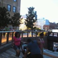 Foto tirada no(a) High Line 10th Ave Amphitheatre por BT h. em 8/17/2012