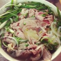 Photo taken at Phở Phú Gia by Xi Muoi on 9/10/2012