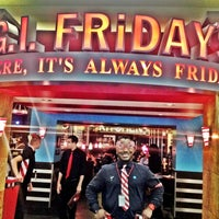 Photo taken at TGI Fridays by 💰Alan W. on 7/13/2012