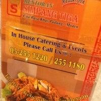 Photo taken at Restoran Simpang Tiga by Ayu Candy on 8/11/2012