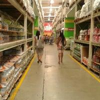Photo taken at Makro La Urbina by Roy V. on 7/15/2012