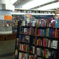 Photo taken at Books Kinokuniya (คิโนะคูนิยะ) 紀伊國屋書店 by Reymund N. on 8/19/2012
