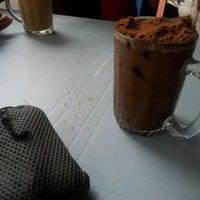 Photo taken at Restaurant Ameer Ehsan by al0n9 on 2/2/2012