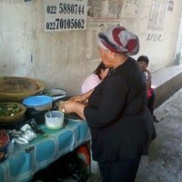 Photo taken at Lotek Bu Tantan by agis andi fafa on 3/23/2012