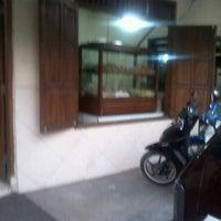 Photo taken at Bakso & Soto Pak Yanto by nailil m. on 8/2/2012