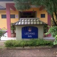 Photo taken at Ledang Inn UiTM Segamat by mohd azizi a. on 6/30/2012
