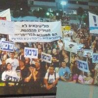 Photo taken at רחבת מוזיאון תל אביב by Amir L. on 8/4/2012