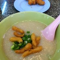 Photo taken at Jok Ruam Jai Mueangthong by Pui P. on 8/10/2012