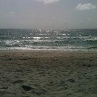 Foto scattata a Spanish River Beach da Dana B. il 7/19/2012