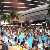 Photo prise au Encore Beach Club par Justin C. le8/6/2012
