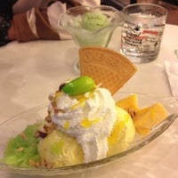 Photo taken at Swensen's by แมวน้อย ข. on 5/28/2012