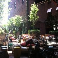 Снимок сделан в Sky Terrace at Hudson Hotel пользователем Brianne G. 7/1/2012