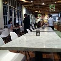Photo prise au Kafetaria 170 par albertusm a. le9/12/2012