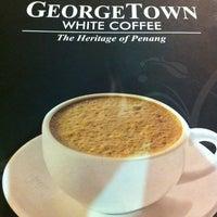 Photo taken at Georgetown White Coffee by Fairuz I. on 4/15/2012