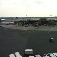 Das Foto wurde bei Newark AirTrain - Terminal A von John Philip G. am 7/23/2012 aufgenommen