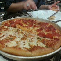Photo taken at Pizza Hut by Enderson M. on 11/24/2011