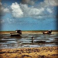 Foto tirada no(a) Praia de Paripueira por Carlo C. em 8/21/2012