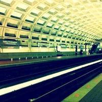 6/24/2012 tarihinde John Zongmin Z.ziyaretçi tarafından Gallery Place - Chinatown Metro Station'de çekilen fotoğraf