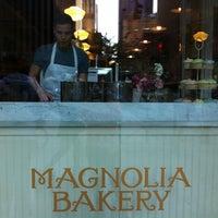 5/7/2012 tarihinde Stefanie K.ziyaretçi tarafından Magnolia Bakery'de çekilen fotoğraf