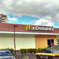 Photo taken at McDonald's by ☞ Mario S. on 12/11/2011