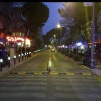 5/2/2012 tarihinde Blue M.ziyaretçi tarafından Caddebostan Barlar Sokağı'de çekilen fotoğraf