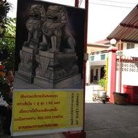 Photo taken at โรงเจเทียนฮกตึ้ง ป่าแพ่ง by poomjai b. on 1/5/2012