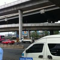 Photo taken at ท่ารถตู้ฟิวเจอร์(บ้านนา)-ราชมงคล ท่ารถบ้านนา by Peem P. on 3/10/2012