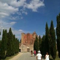 Foto scattata a Abbazia Di San Galgano da Adriano G. il 8/13/2011