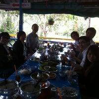 Photo taken at ร้านอาหารบ้านกำนัน by Kittiphan R. on 3/5/2012