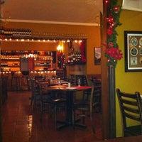 Foto scattata a Rostie Restaurant da Clara G. il 12/16/2011