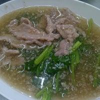 Photo taken at ไอ้หนูยอดผัก by iam_Eve on 9/22/2011