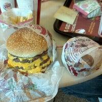 Foto tirada no(a) Burger King por Cesar C. em 9/1/2011