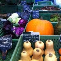 Das Foto wurde bei Wochenmarkt Winterfeldtplatz von Franziska am 10/29/2011 aufgenommen